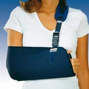 Как выбрать плечевой бандаж и наложить повязку на сустав