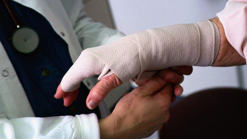 Что делать при переломе пальца на руке