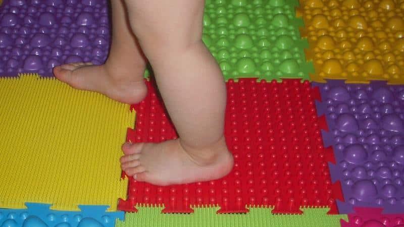 Как сделать ортопедический коврик для ребенка