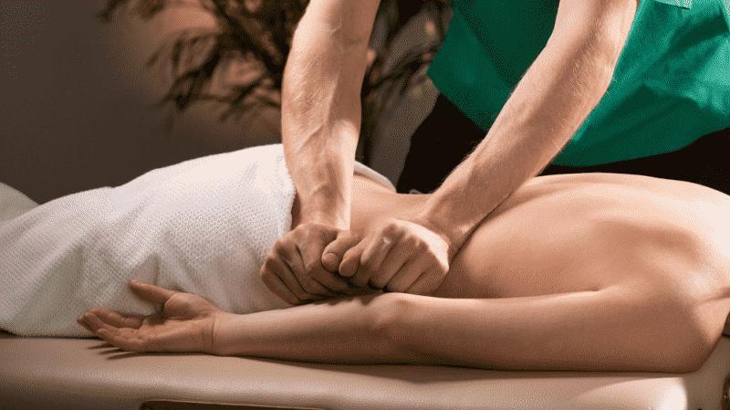 Что делать, если потянул мышцу на спине