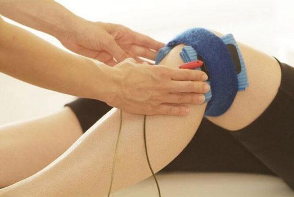 Что делать, если колено распухло и болит