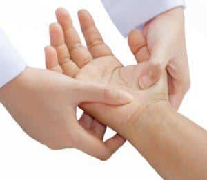 Что делать, если болят мышцы рук