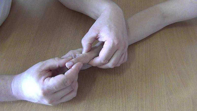 Изображение - Растяжение сустава пальца Kak-lechit-rastyazhenie-ili-razryv-svyazok-paltsa-2