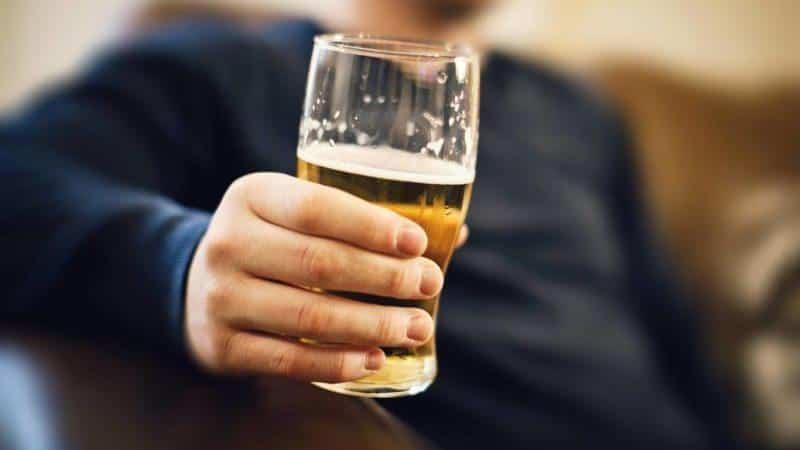 Как влияет алкоголь на суставы