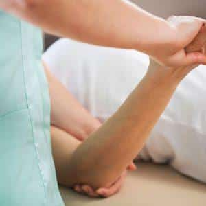 Что делать если болят суставы в локтях