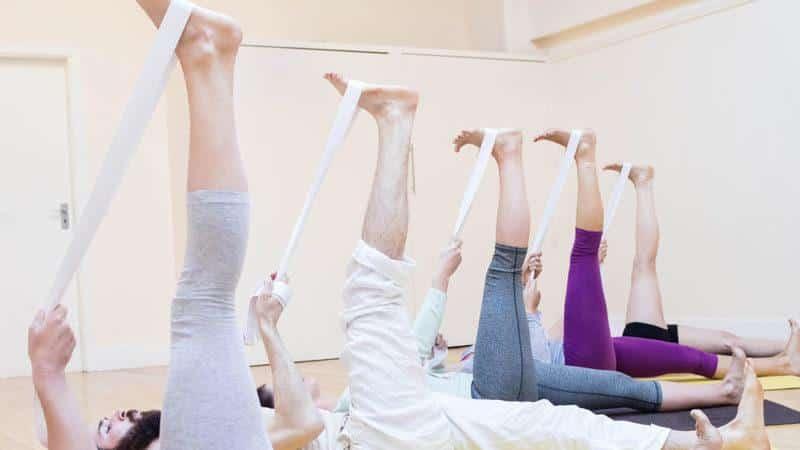 Какие упражнения с эластичной лентой укрепляют суставы и мышцы