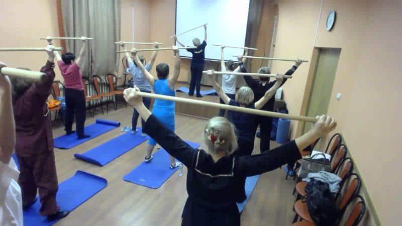 Насколько эффективна гимнастика с палкой при остеохондрозе
