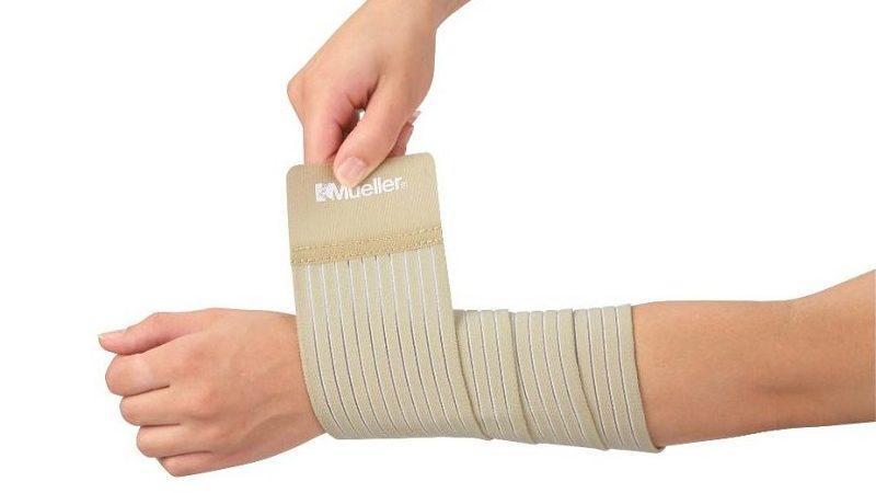 Как правильно наматывать эластичный бинт на руку