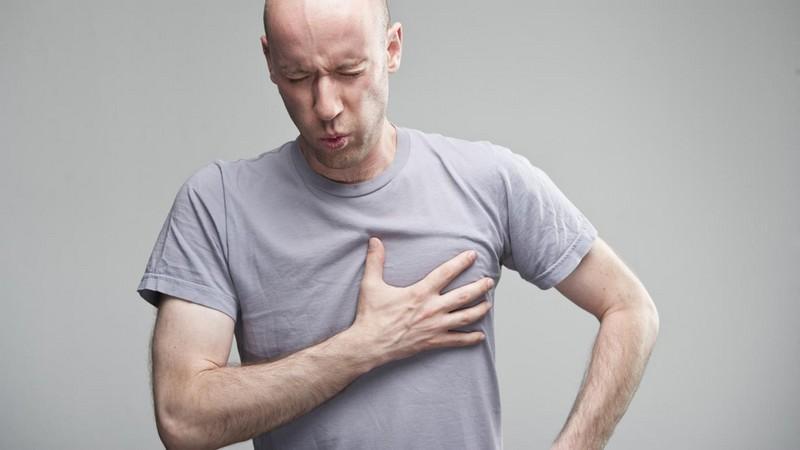 Что делать при давящей боли в грудине посередине