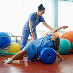 Какие упражнения можно выполнять для исправления сколиоза