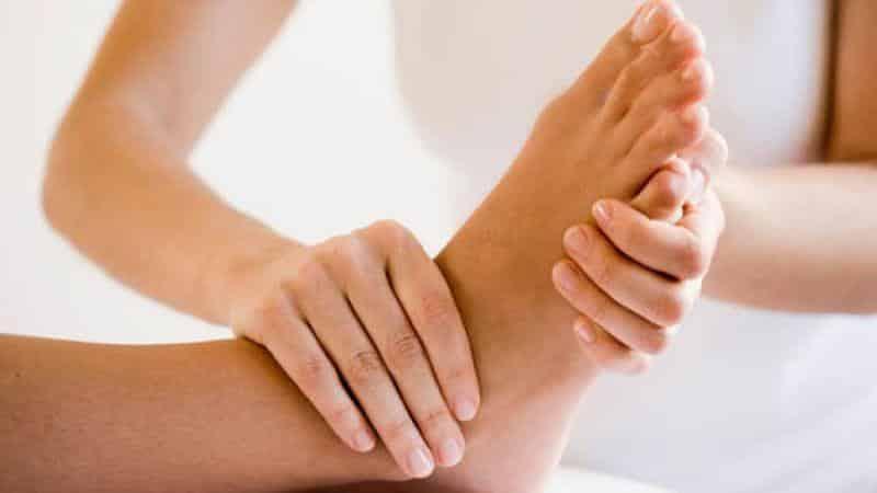 Почему опухают ноги в ступнях и что делать в таких случаях