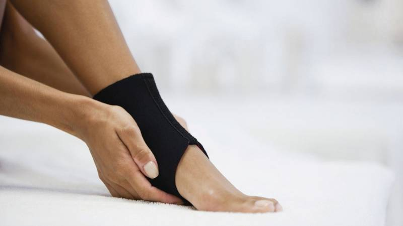 Почему часто подворачивается нога при ходьбе