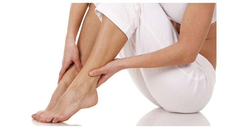 Что делать, когда сводит ступни ног