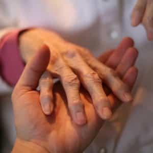Что делать, когда не разгибается палец на руке