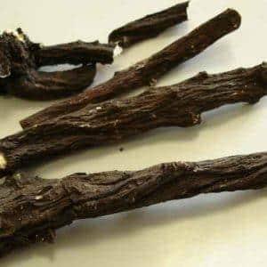 Чем полезна трава окопник для суставов