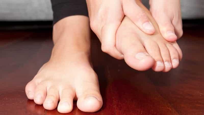 Что делать, когда болит мизинец на ноге или руке